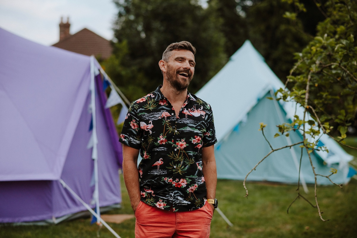 Alan shows How to put a bell tent up